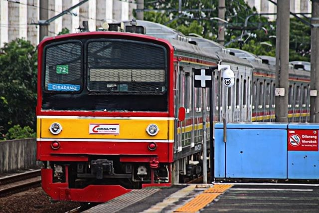 Apasih Bedanya KRL, MRT, dan LRT?