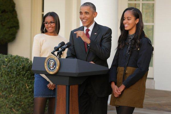 Barack Obama Mengatakan Bahwa Dia Memiliki Dua Pelajaran Besar Untuk Putrinya: 'be kind and be useful'
