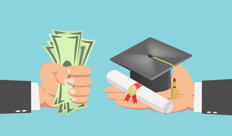 Pilih Mana, Kuliah atau Berkarir? Perhatikan 3 Hal Ini Sebelum Memilih