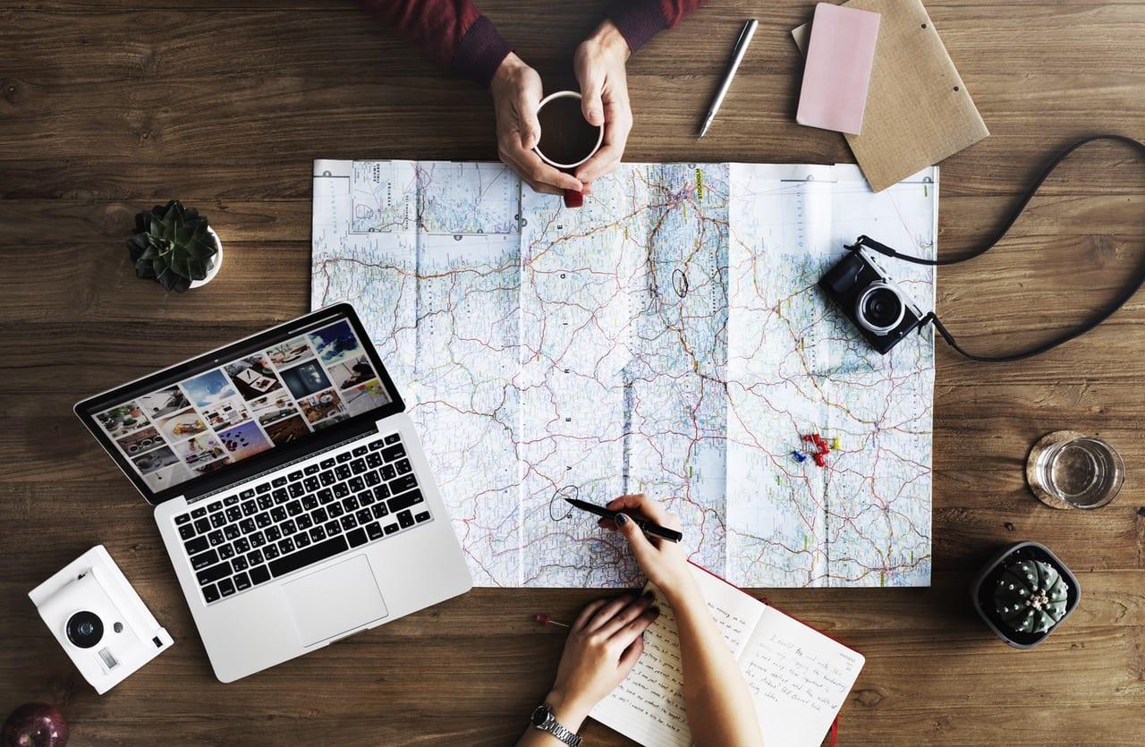 Aria-Traveling-Sebuah-Gaya-Hidup-Para-Millennials-2.jpeg