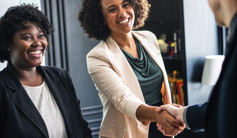6 Cara Membuat Kesan Baik di Tempat Kerja