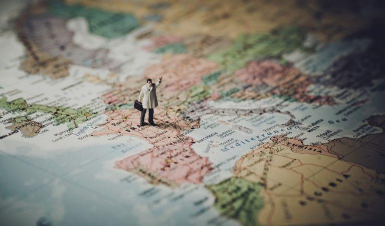 Pengen Jalan-Jalan Tapi Dibayar? 4 Pekerjaan Ini Cocok Untuk Kamu Yang Hobi Traveling