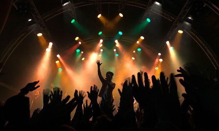 Senang Datang ke Konser? Kamu Harus Tahu Tips Menabung yang Satu Ini!