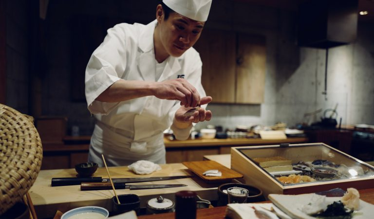 5 Profesi Yang Cocok Untuk Kamu Yang Suka Makan