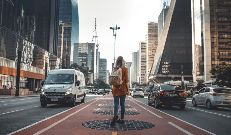 Jalani Aktifitas New Normal, Bawa Benda-Benda Ini Saat Bepergian