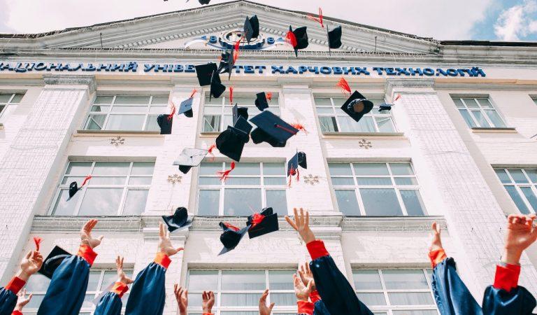 Cari Peluang Beasiswa? Siapkan 5 Hal Ini